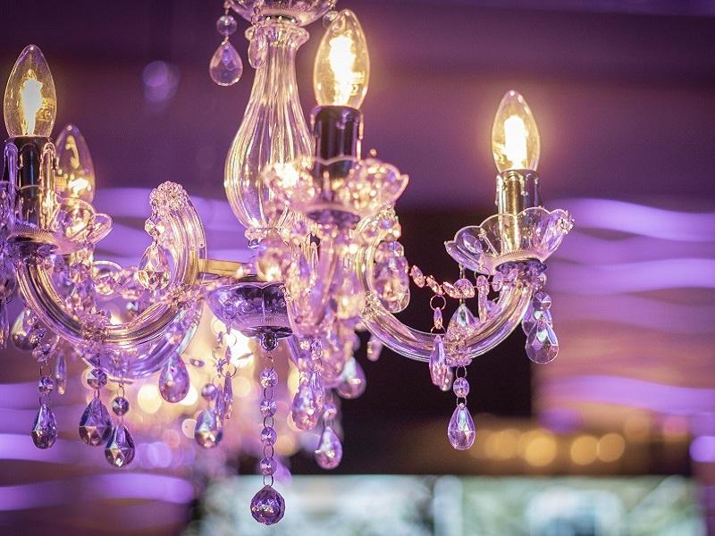 Csillár dekoráció 5 karú, átmérője: 50 cm, magassága 45 cm, lánc- vezetékhossz: 70 cm, 5 db izzóval